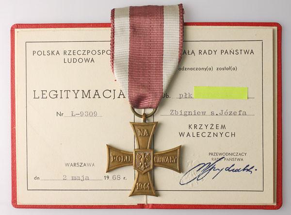 Krzyż Walecznych z legitymacją